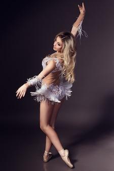 Ballerina - witte zwaan Premium Foto