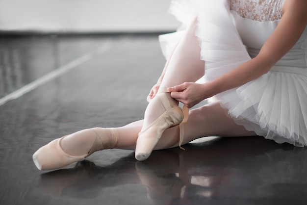 Balletdanser benen in pointe schoenen close-up