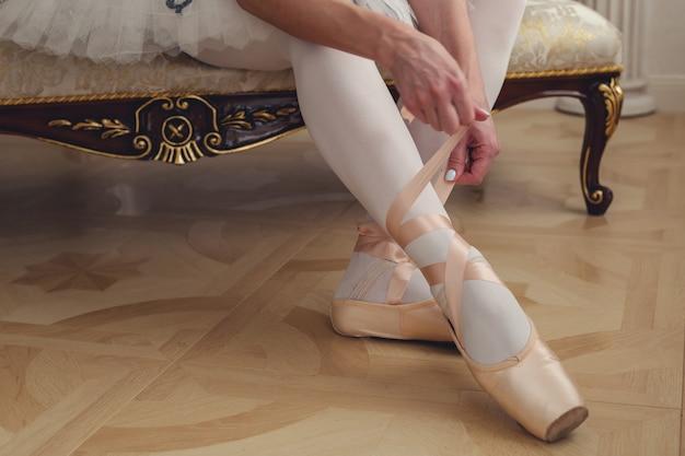 Balletdanser koppelverkoop balletschoenen. detailopname.