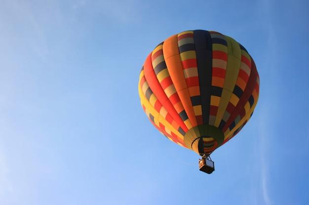 Ballon met blauwe hemel