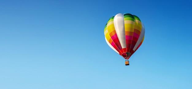Ballon op blauwe hemel