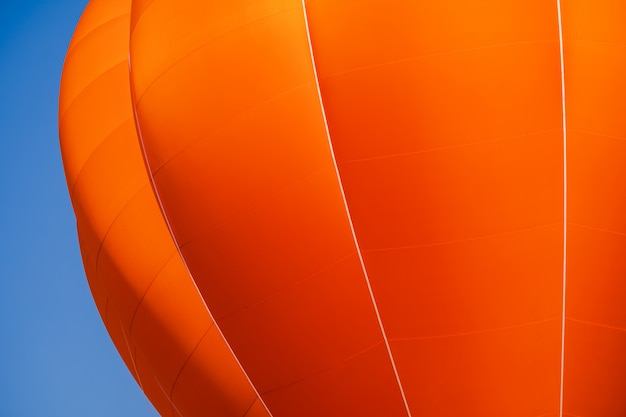Ballon op blauwe hemelachtergrond