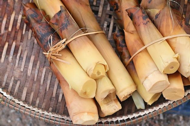 Bamboe schieten op straat weg
