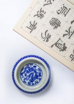 Bamboe script achtergrond tekst witte kalligrafie