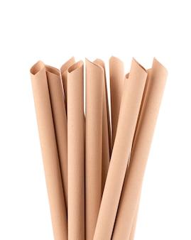 Bamboevezel rietjes, geïsoleerd eco-vriendelijke bamboe rietjes, milieubewustzijn concept. detailopname.