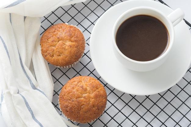 Banaan cupcake en koffie.