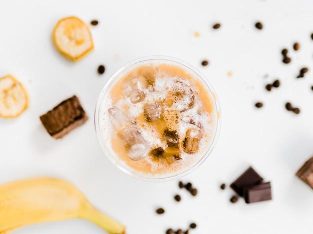 Banaan en chocolade ijsdrank