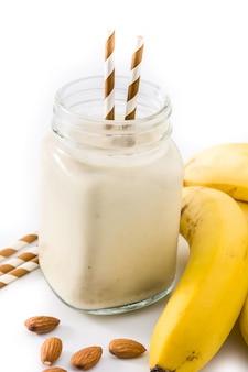 Banaan smoothie met amandel in pot