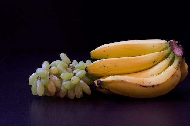Bananen en druiven