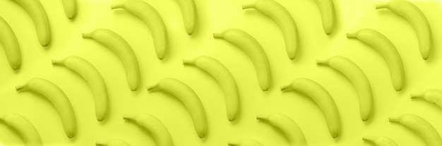 Bananen over neon geel patroon
