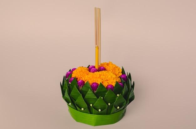 Bananenblad krathong voor de volle maan van thailand of loy krathong-festival.