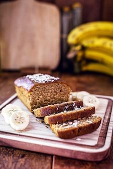 Bananenbrood, veganistisch brood zonder dierlijke producten, zonder melk