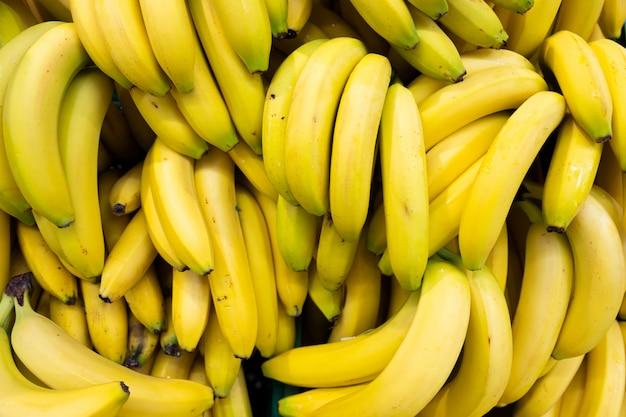 Bananenbrunch rijk aan calorieën, eiwitten en gezond vet. voor een gezonde levensstijl en veganistische, vegetarische voeding.