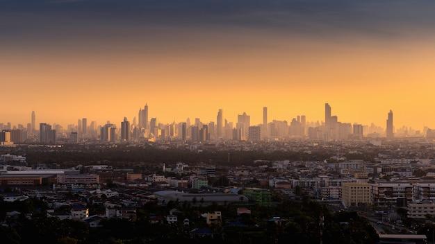 Bangkok stad bij zonsopgang, thailand.