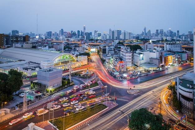 Bangkok thailand-7 april 2019: centraal treinstation van bangkok (treinstation hua lamphong). dit is het centraal station van bangkok