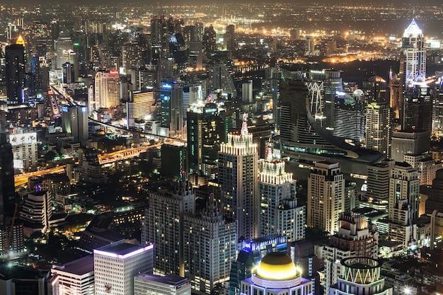 Bangkok, thailand - november 09, 2014: bangkok nacht uitzicht vanaf baiyoke tower, thailand