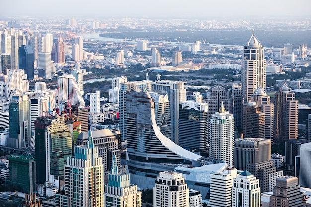Bangkok, thailand - november 09, 2014: bangkok zonsondergang uitzicht vanaf baiyoke tower observatieplatform, thailand