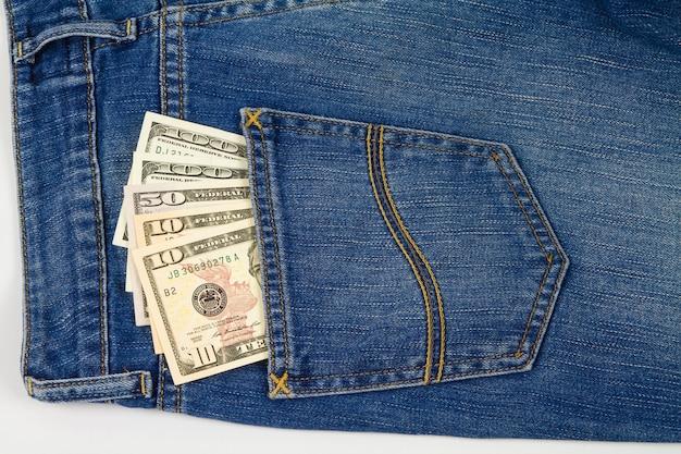 Bankbiljet in achterzakjeans