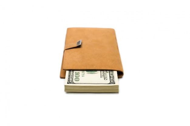 Bankbiljetten dollars in lederen bruine tas