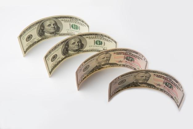 Bankbiljetten van 100 en 50 dollar. detailopname.