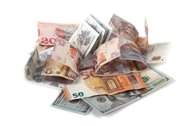 Bankbiljetten van verschillende landen, dollar, euro, lari.