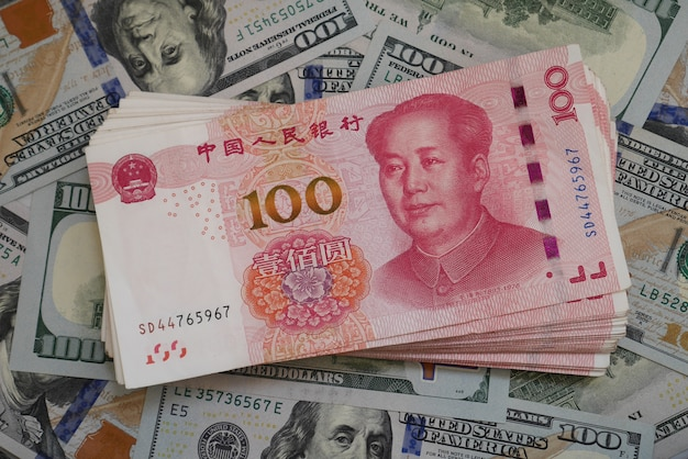 Bankbiljettenvaluta chinese yuan en amerikaanse dollars
