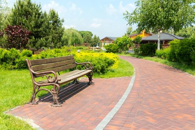 Bankje in het plaatselijke park