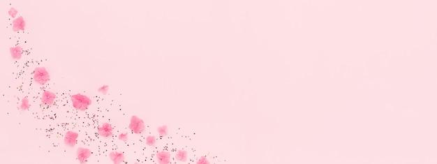 Banner. bloemen, confetti splash op roze