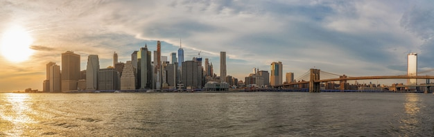 Banner en panorama van new york cityscape met brooklyn bridge