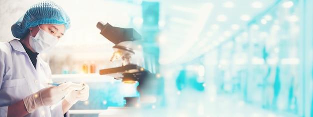 Bannerachtergrond van wetenschappelijk onderzoek in medisch-wetenschappelijk laboratorium, geneeskundetechnologie met biologie of scheikunde en farmaceutische kliniek, dokterswerk voor het testen van een coronavirus covid-19-vaccin