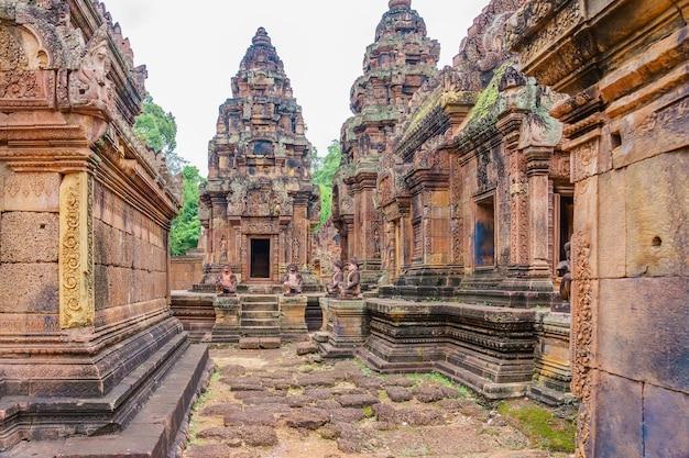 Banteay srei - een hindoeïstische tempel uit de 10e eeuw opgedragen aan shiva.