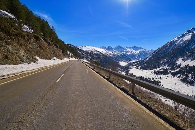Baqueira in ski van lerida catalonië