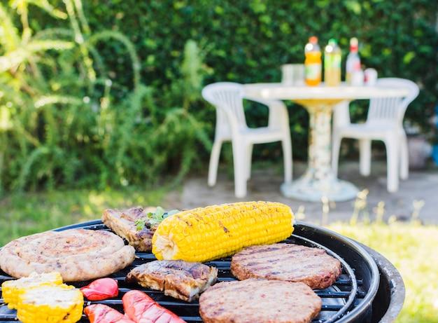 Barbecue-feest op de achtertuin