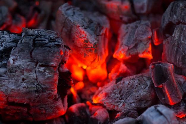 , barbecue houtskool, brandende houtskool