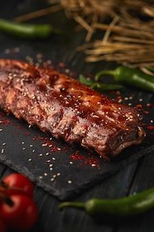 Barbecue met groene paprika