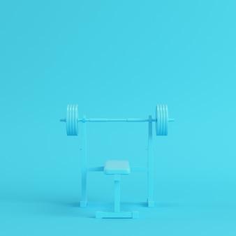 Barbell met bankje op heldere blauwe achtergrond