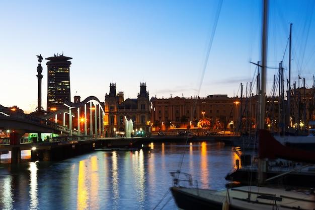 Barcelona tijdens zonsondergang. spanje