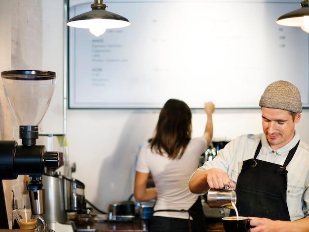 Barista's bij een koffiewinkel