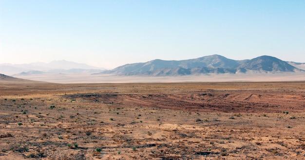 Barre omstandigheden van de hete savanne
