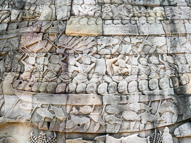Bas-hulpbeeldhouwwerk bij bayon-tempel in angkor thom, kambodja.