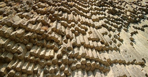 Basaltkolommen die bekend staan als symphony of stones in garni gorge, armenië