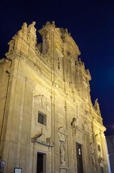 Basilica cathedral of st. agata. gallipoli bij nacht.