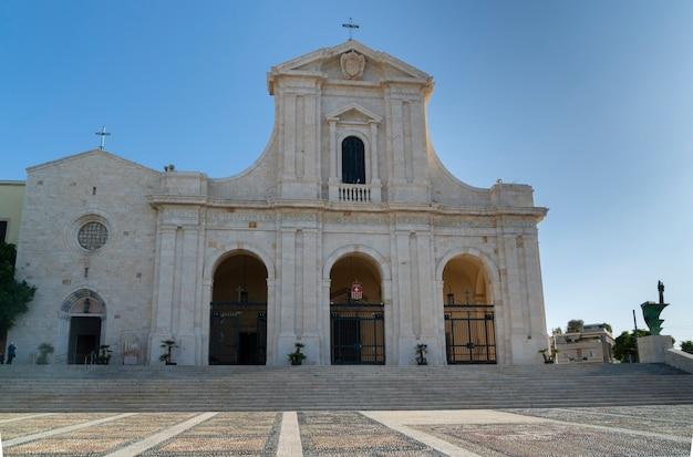 Basiliek van moeder gods bonaria. cagliari, sardinië