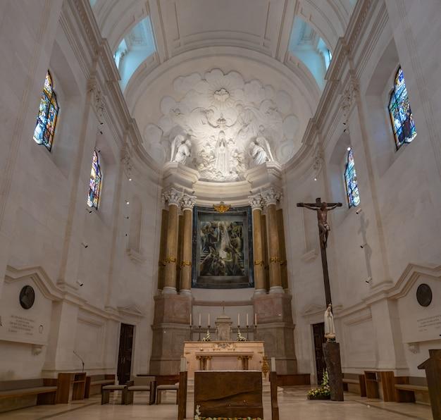 Basiliek van onze-lieve-vrouw van de rozenkrans in portugal.