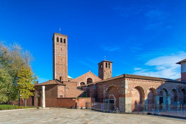 Basiliek van saint ambrose (sant'ambrogio) milaan, italië Premium Foto