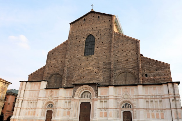 Basiliek van san petronio, het oriëntatiepunt van bologna, italië.
