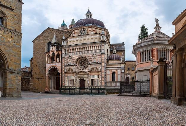 Basiliek van santa maria maggiore in citta alta, bergamo, italië Premium Foto