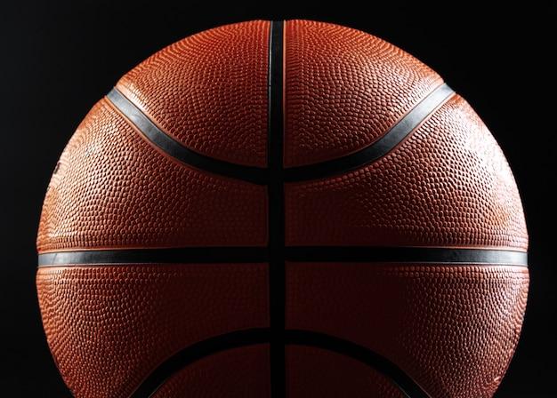 Basketbal bal close-up op donkere ondergrond