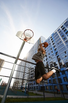 Basketbal speler springen actie schot