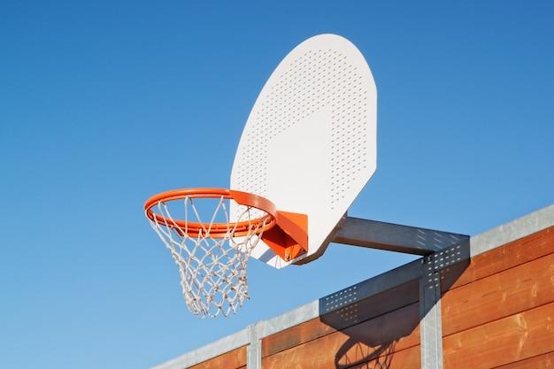 Basketbalring buitenshuis
